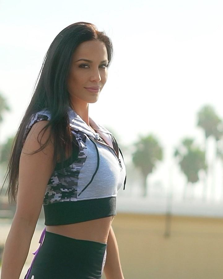 Melissa Riso undergarment colour combination, Sexy Models, wardrobe ideas