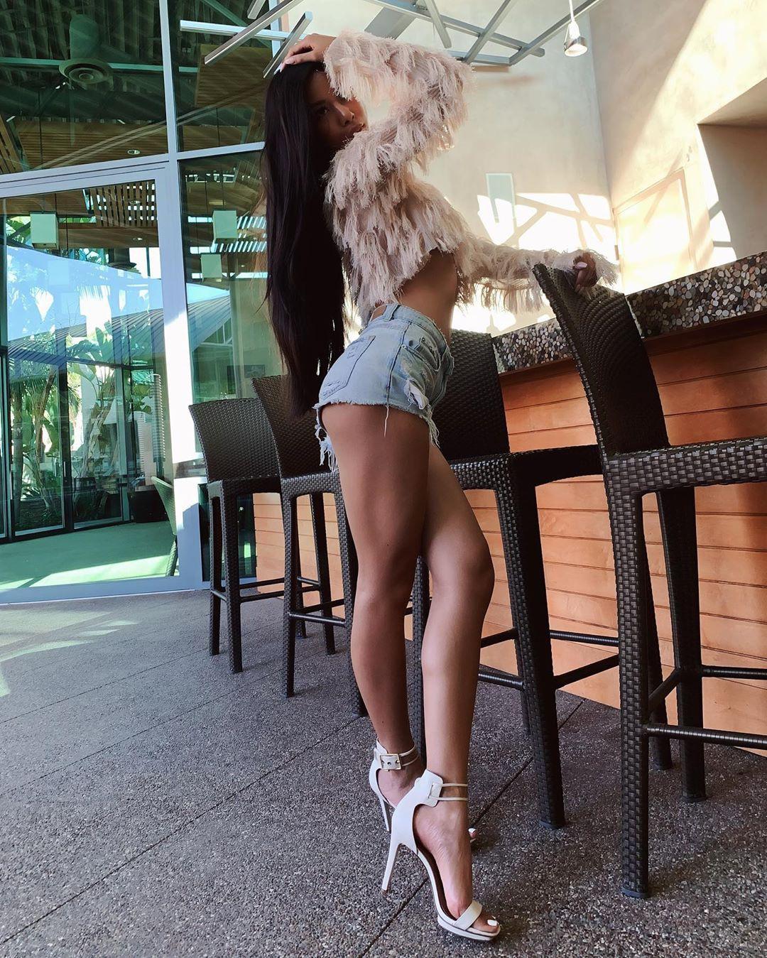 R A V A D E E   S I M shorts outfits for women, hot thighs, legs photo