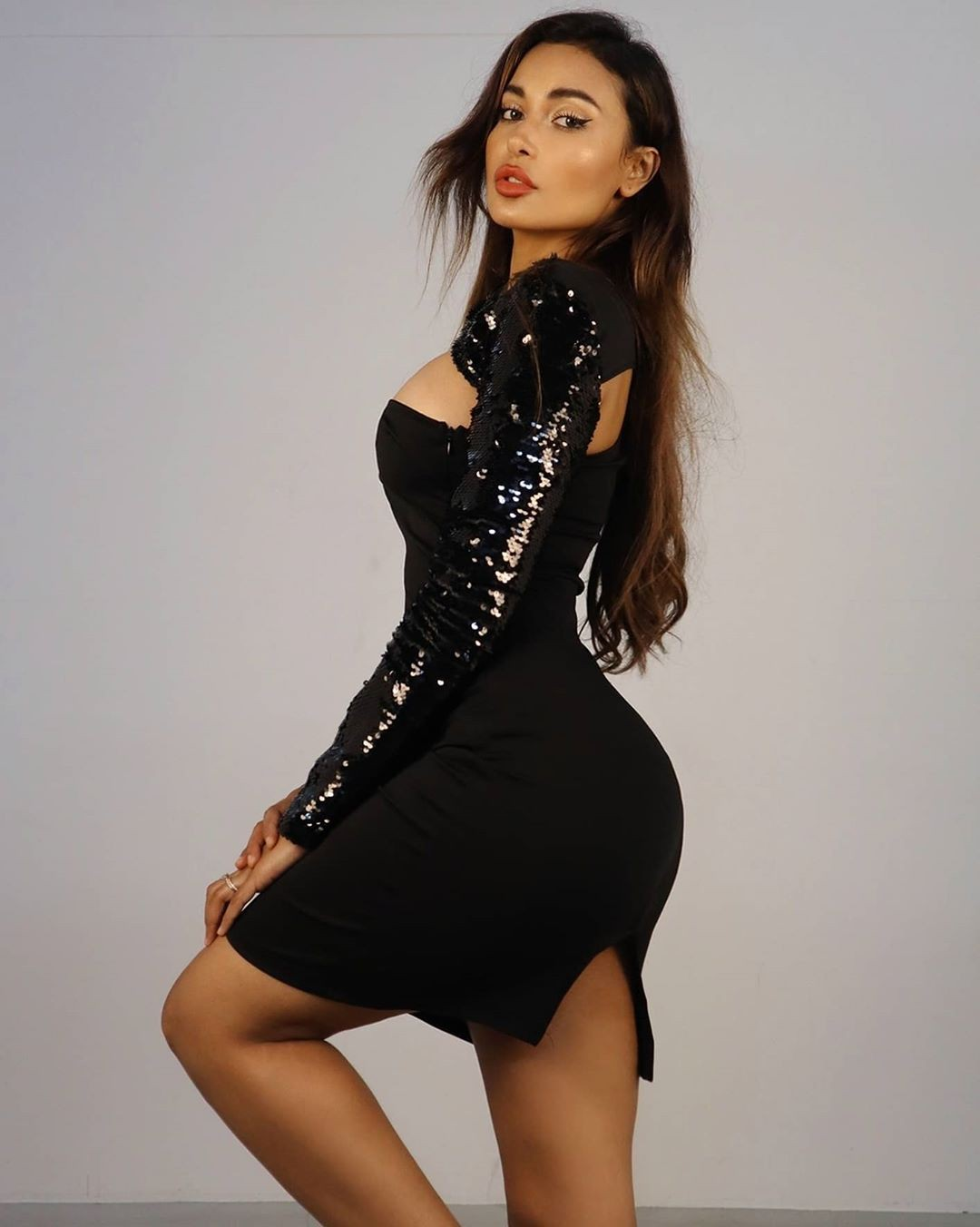 black outfits for women with cocktail dress, woman thighs