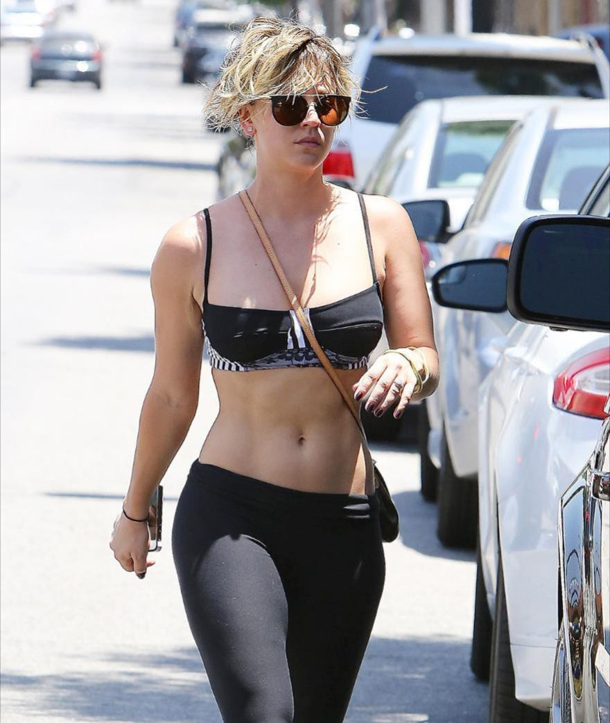Hot Kaley Cuoco With Abs, Fitness Girl