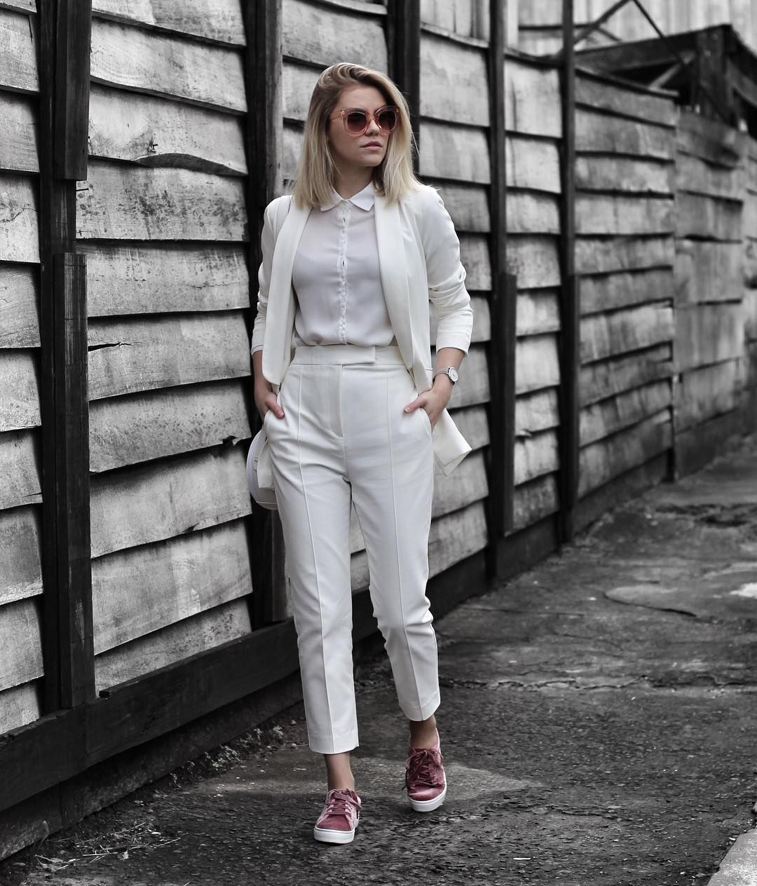 Look pantalon taille haute black and white, street fashion
