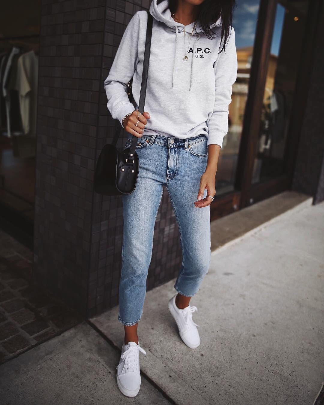 Outfit ideas blue ripped jeans