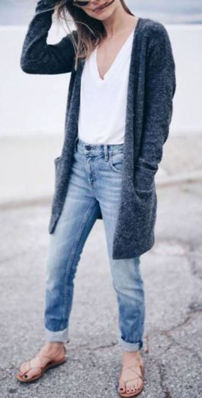 Boyfriend jeans outfit with sandal