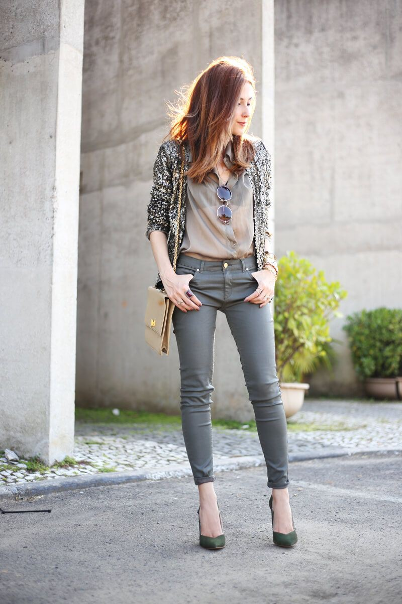 White outfit style with trousers, blazer, shirt