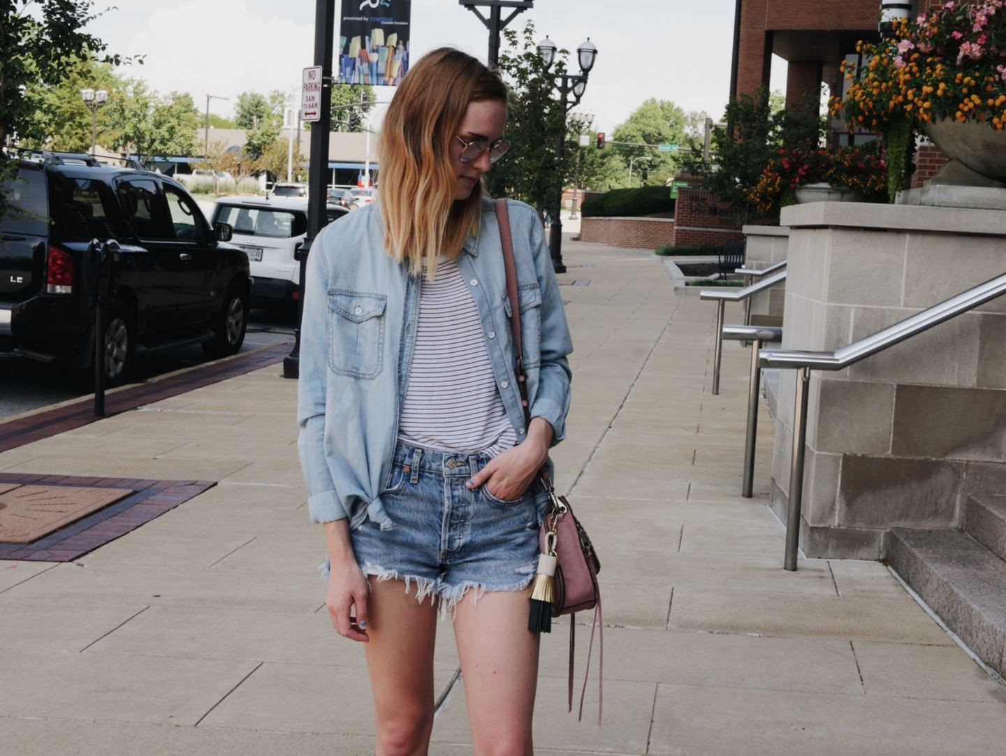 Outfit instagram with shorts, skirt, jeans