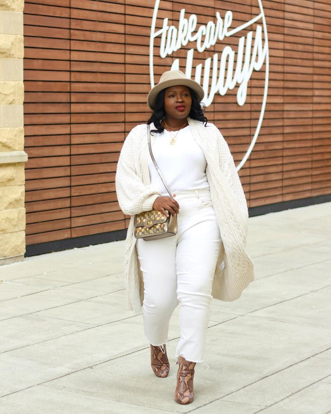 Beige and white outfit ideas with trousers, jacket, jeans