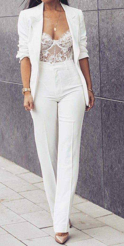 Classy white pants outfit