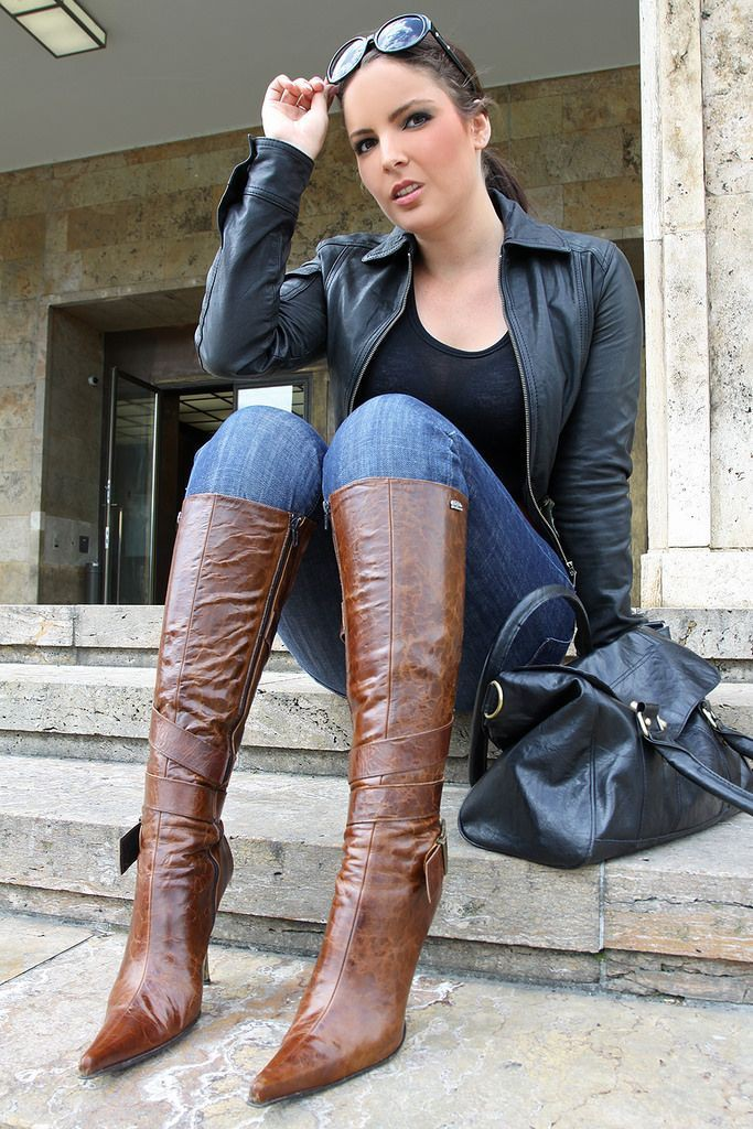 Outfit with leather, jeans