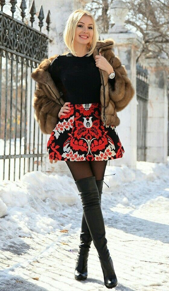 black colour outfit with fur knee-high boot, fur, boot