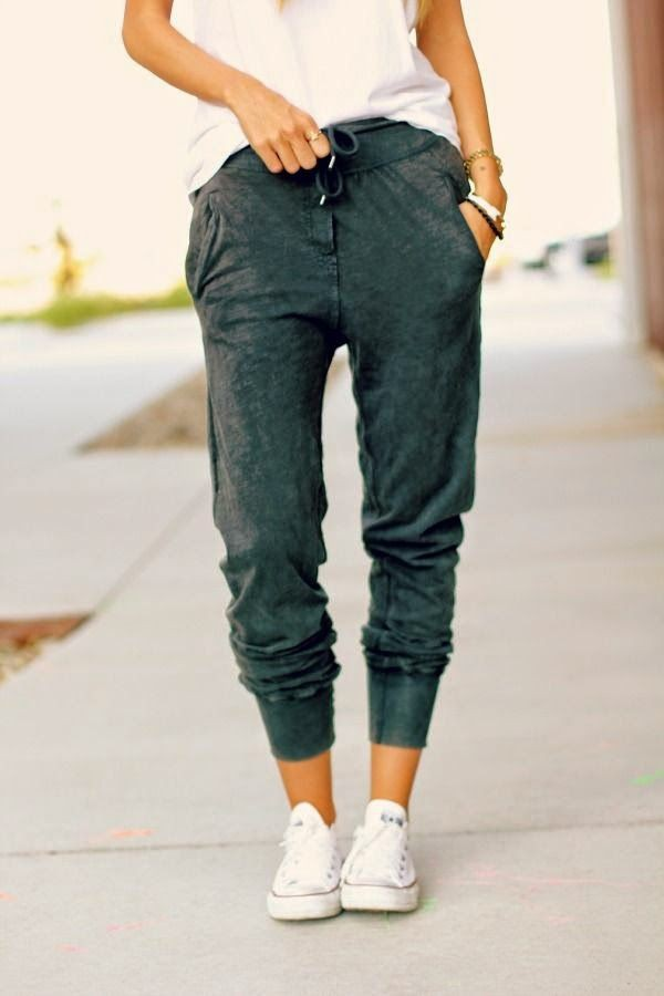 Jogger and converse outfit