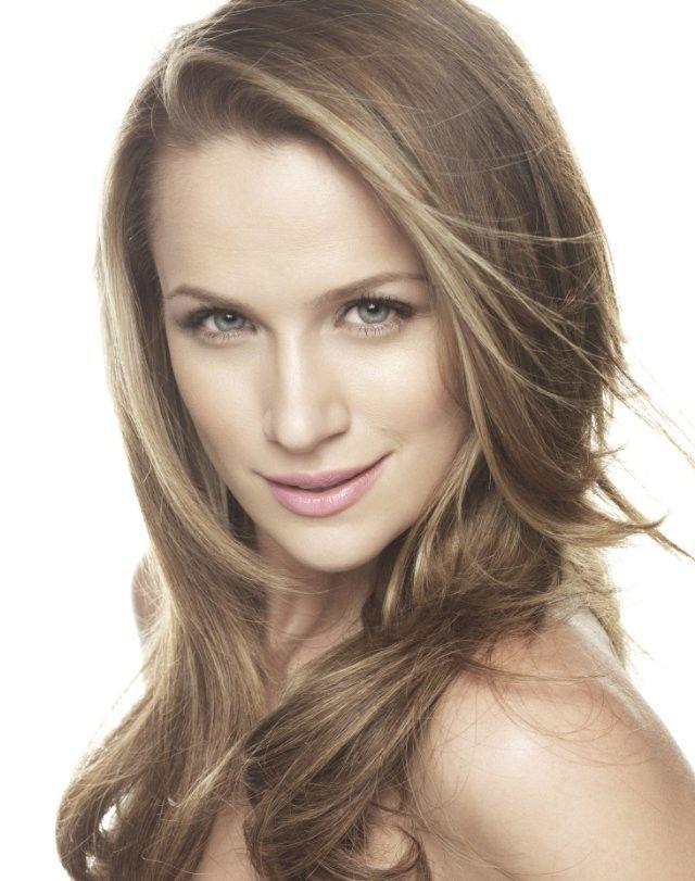 Shantel VanSanten blond hairstyle, Face Makeup, Long Layered Hair