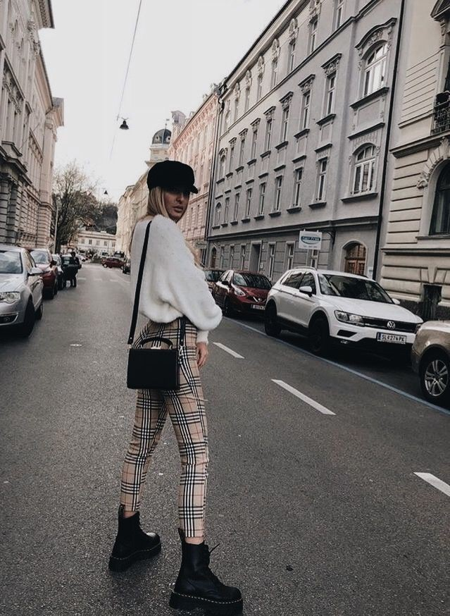 Colour outfit chunky boot trend black and white, street fashion