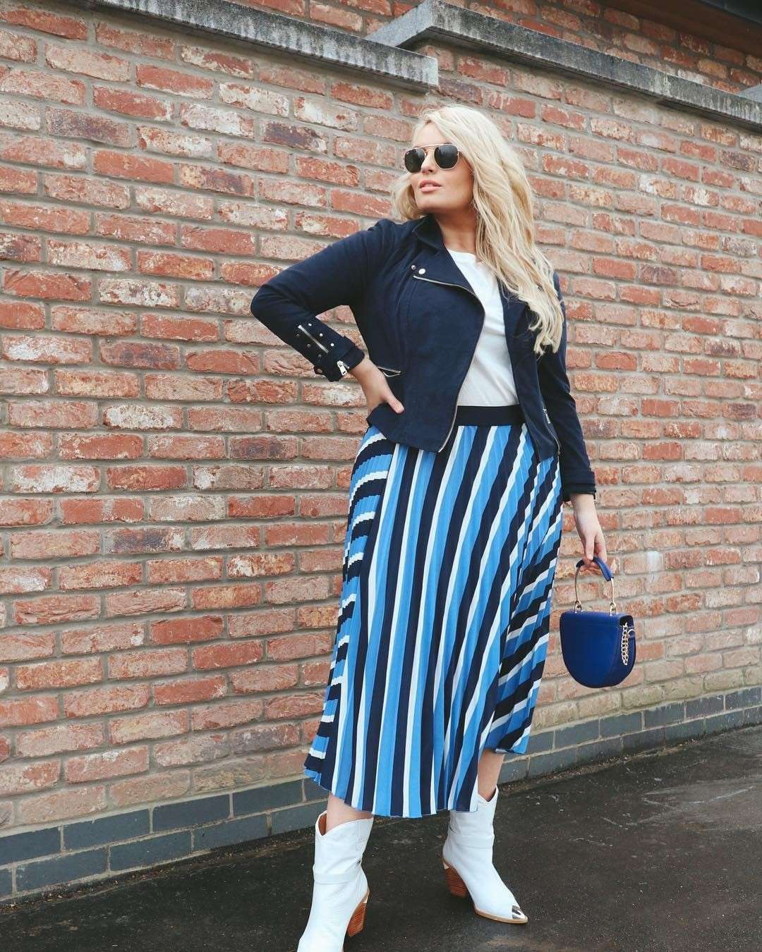 Electric blue and cobalt blue outfit ideas with jeans, skirt