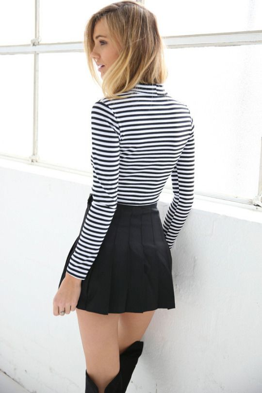 Cute pleated mini skirt outfit