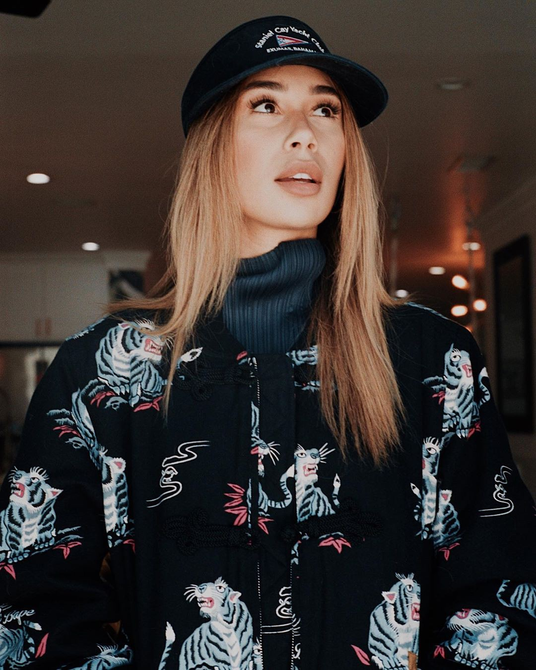 Eva Gutowski t-shirt colour outfit, beautiful girls pictures, Cool Attitude Girls