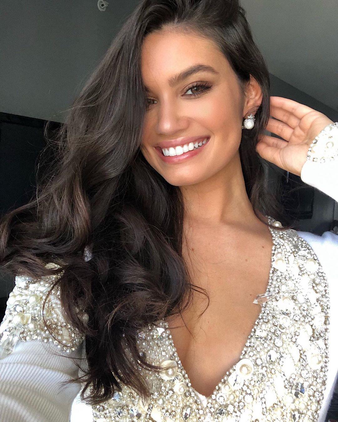 Anne De Paula Black Hair Color, Lip Makeup, Hairstyles For Long Hair