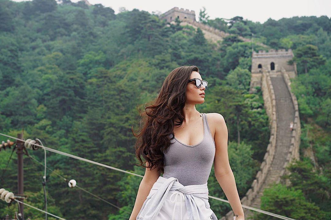 Anne De Paula dress for women, girls instagram photos, Long Natural Hair