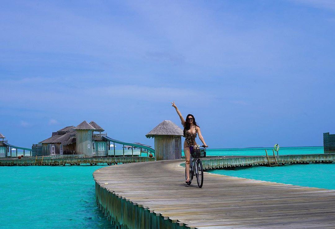 Anne De Paula, boardwalk, vacation, leisure