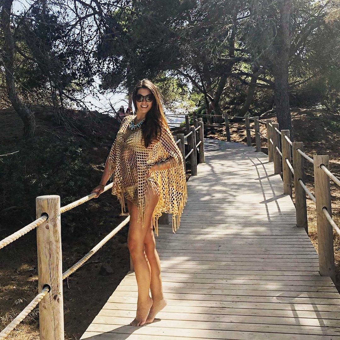 Stefanie Capshield dress colour ideas, fine legs, Long Layered Hair