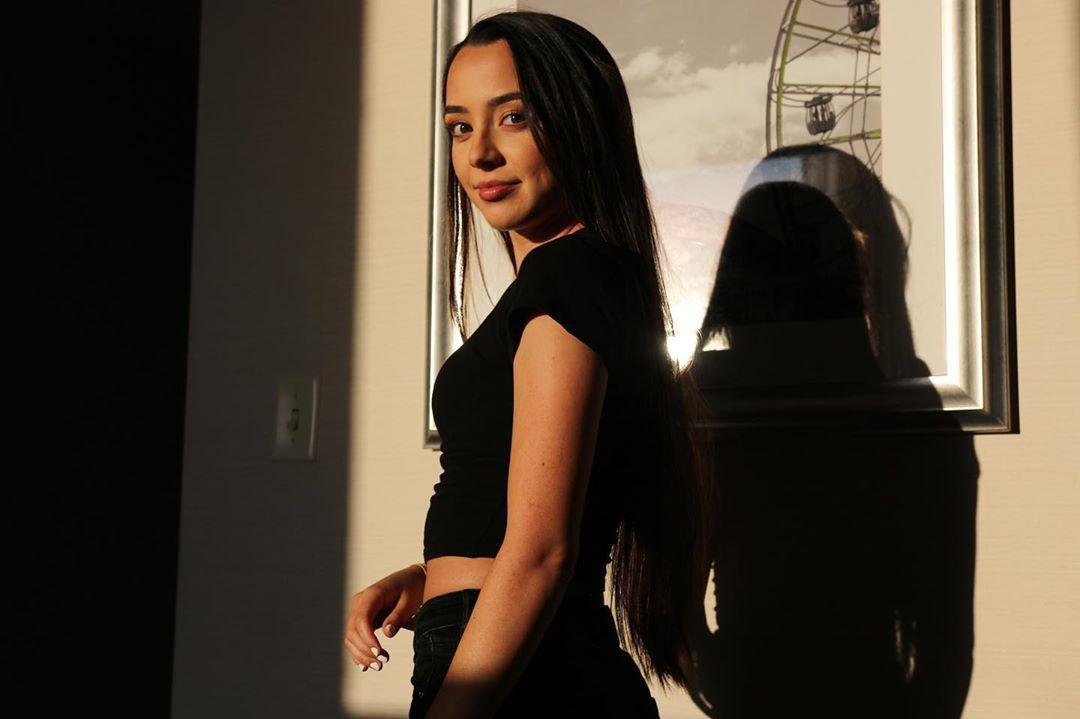 Veronica Merrell hot legs, Natural Black Hair, Woman Long Hair Style