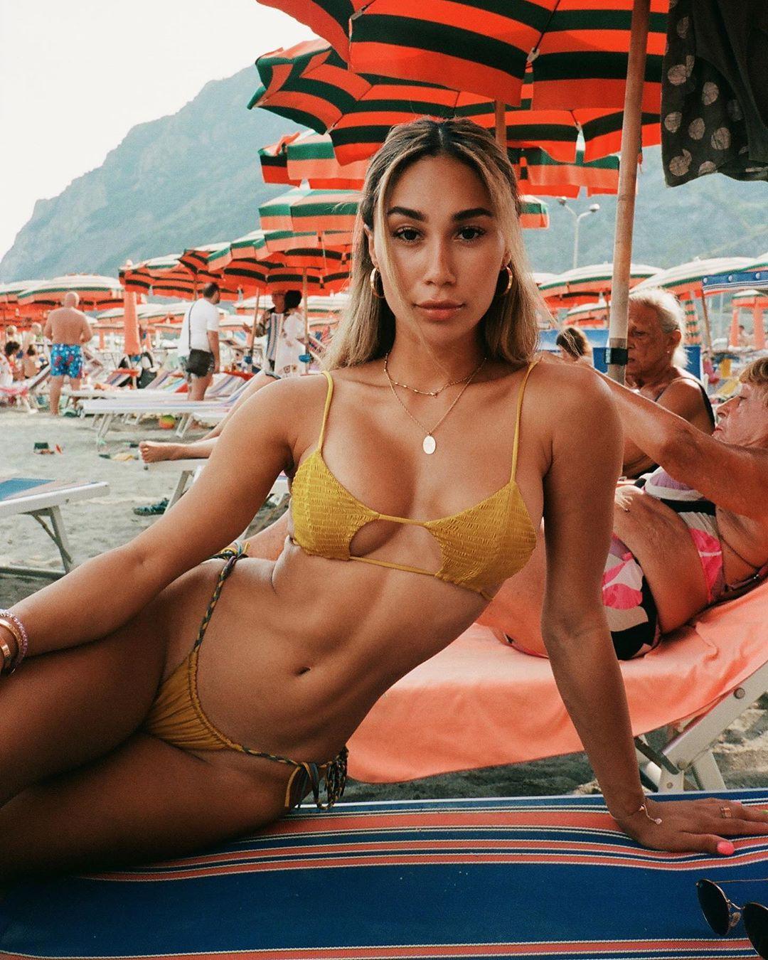 Eva Gutowski hottest picture, lingerie photoshoot, bikini girl swimwear colour combination