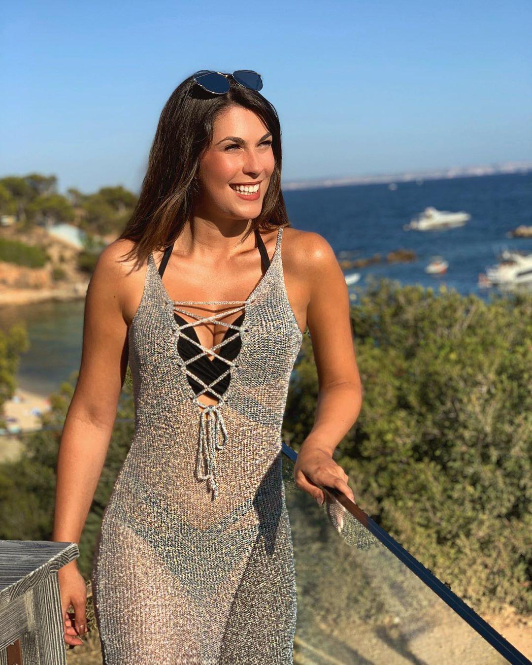 Stefanie Capshield dress swimwear colour outfit, best photoshoot ideas