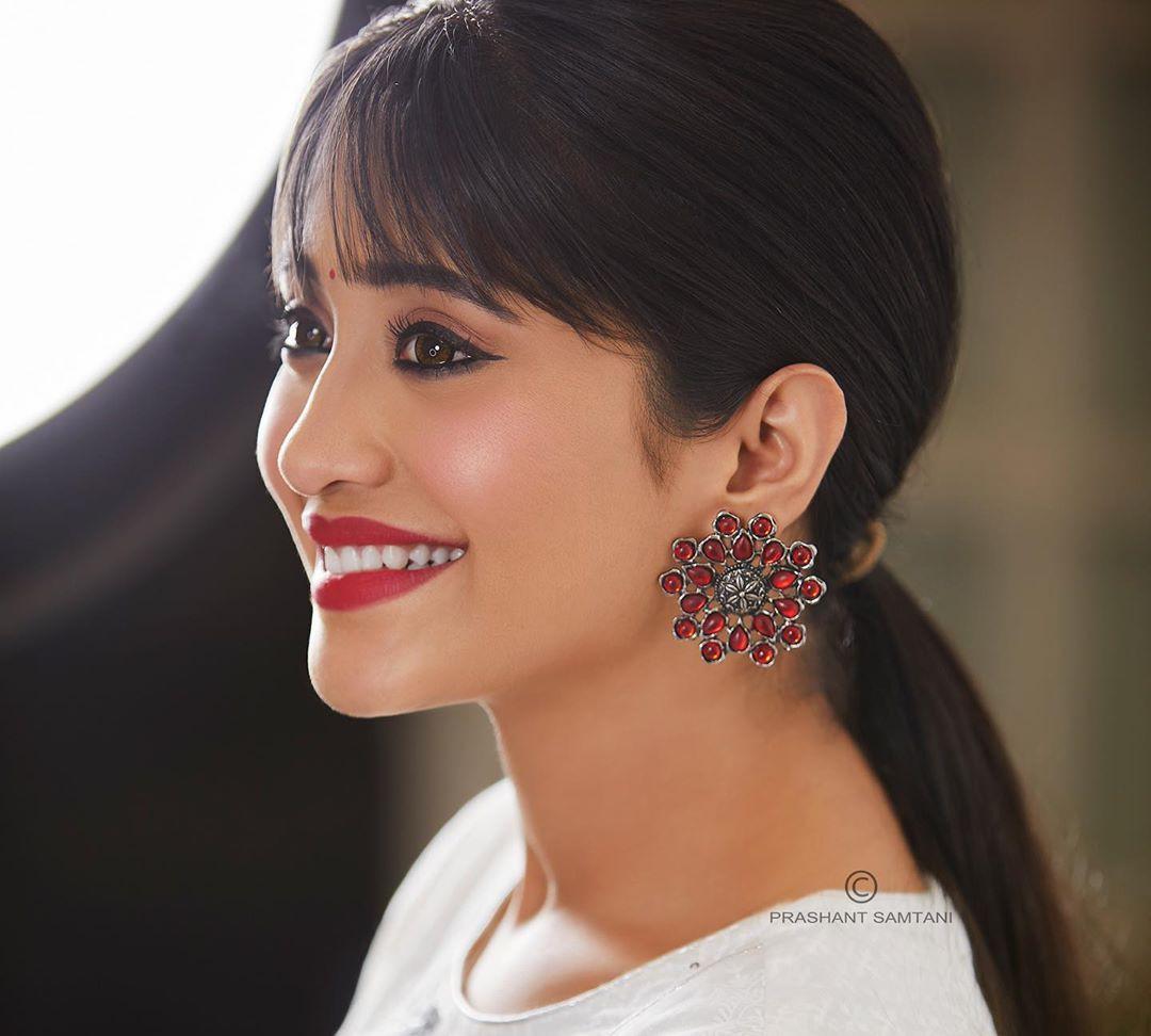 Shivangi Joshi Lovely Face, Natural Lips, Girls Hairstyle