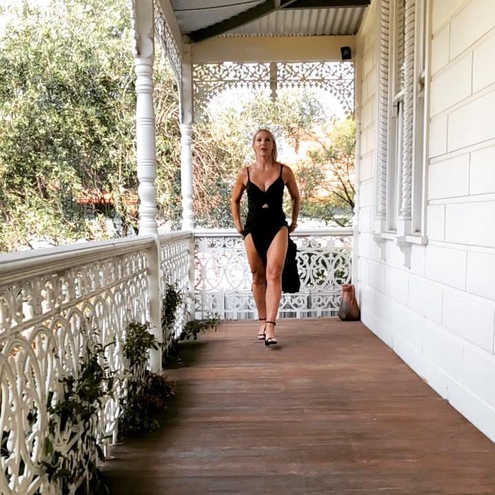 Katie Hewett dress colour outfit ideas 2020, girls instagram photos, legs picture