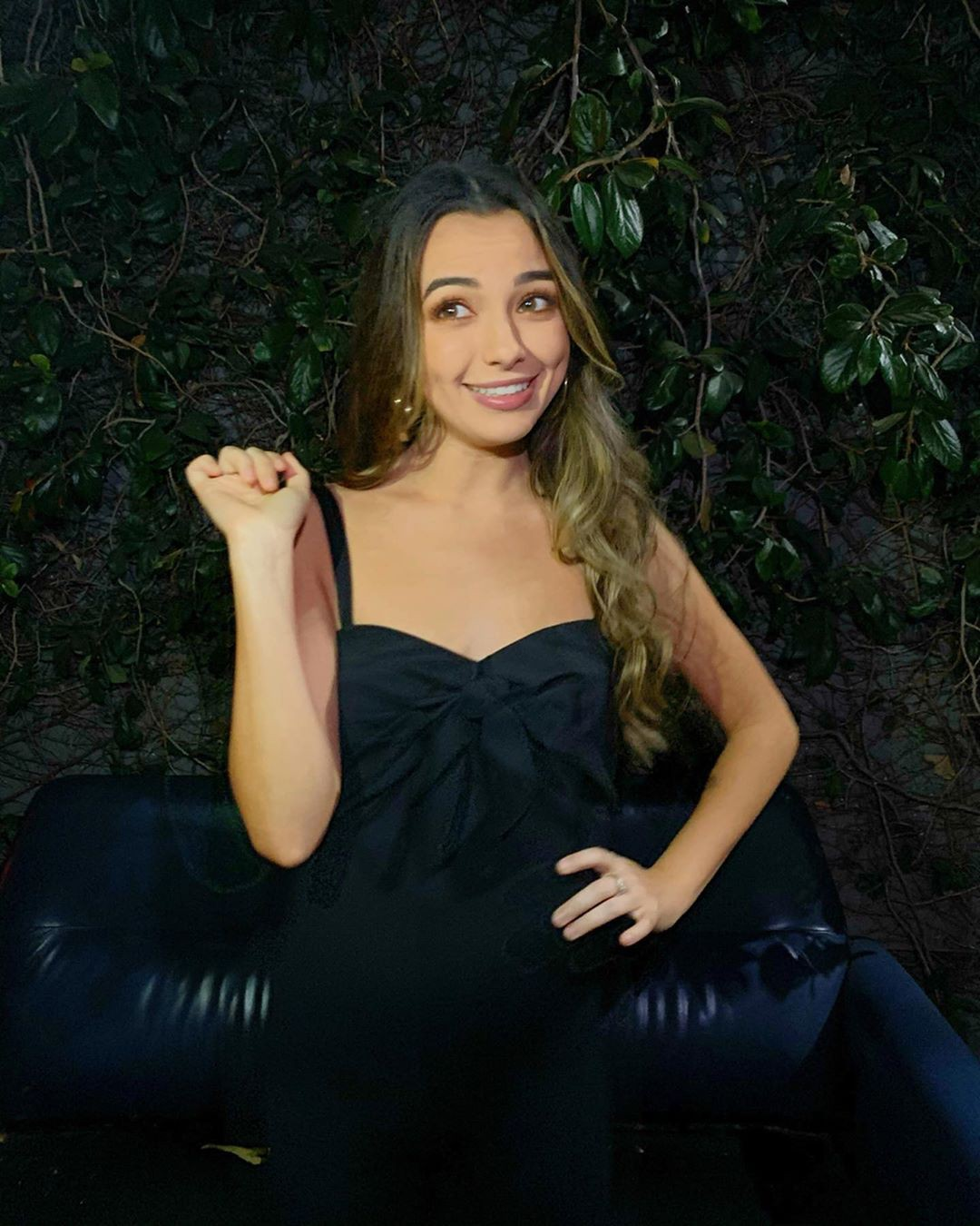 Vanessa Merrell dress colour outfit ideas 2020, photoshoot poses, Glossy Lips