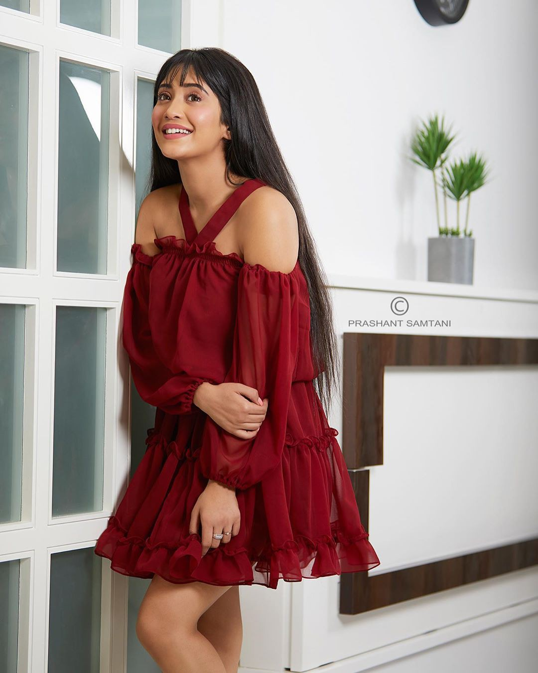 maroon colour outfit ideas 2020 with dress, hot girls thighs, legs picture