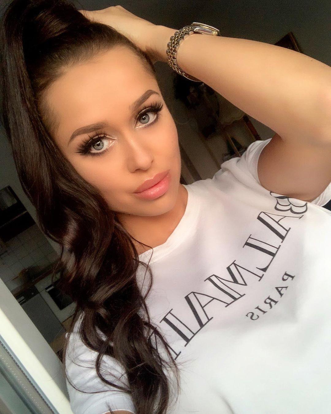 Playmate Kamila Bautiful Face, Lip Makeup, Long Hair Girl