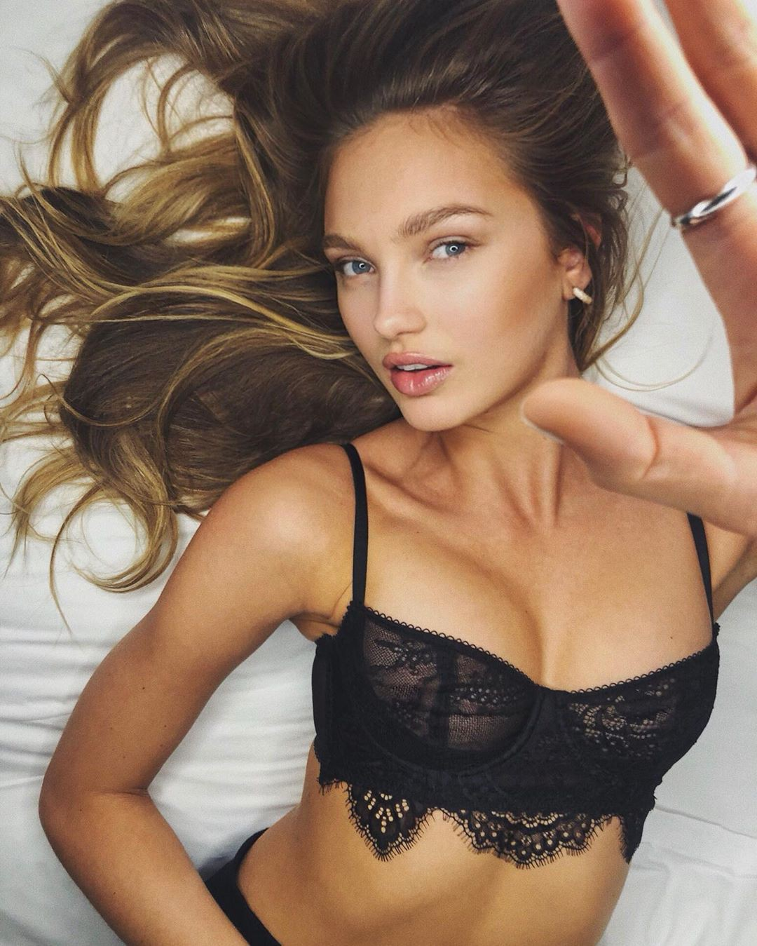 Romee Strijd lingerie clothing ideas, photoshoot poses, Cute Model Pics