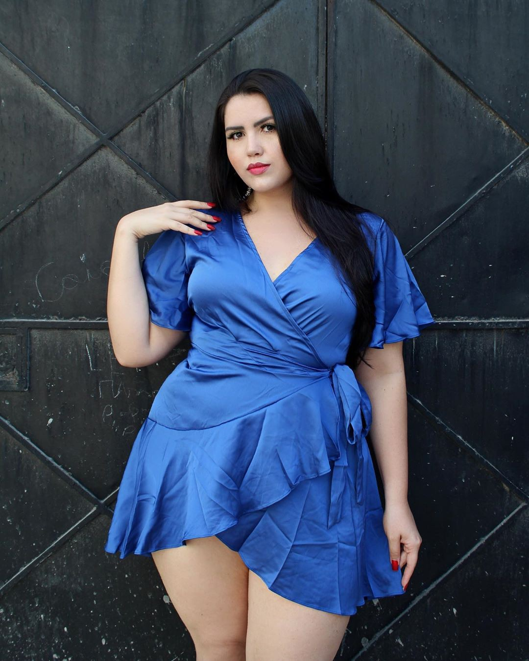 Electric blue and cobalt blue dress, instagram photoshoot, hot legs