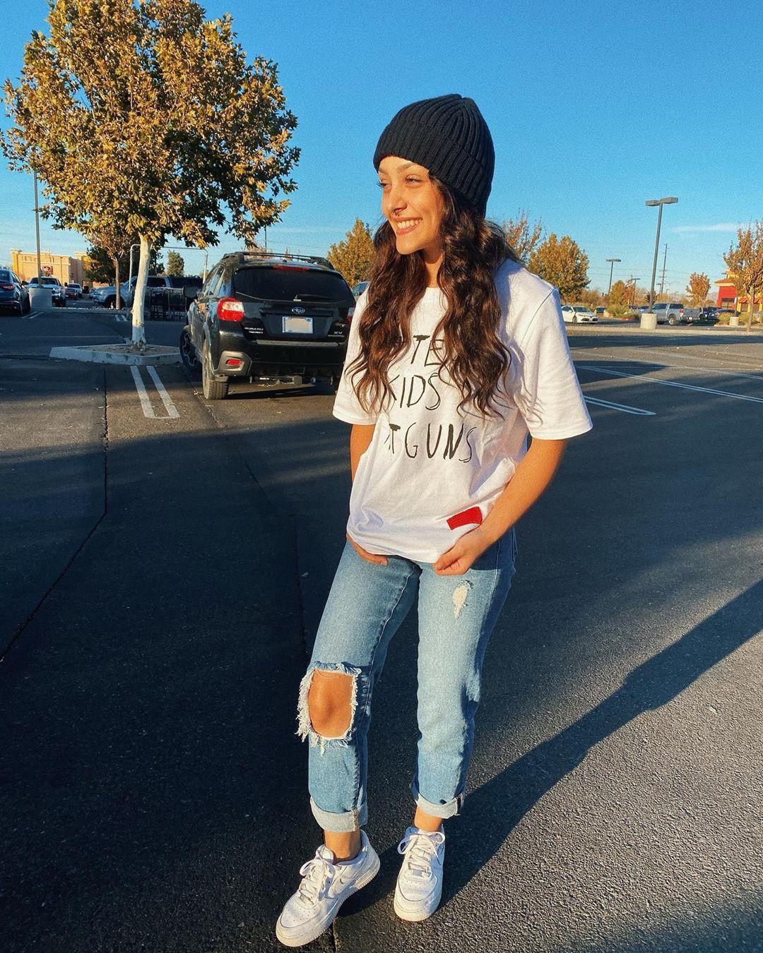 Hailey Orona beanie, denim, jeans colour outfit ideas 2020