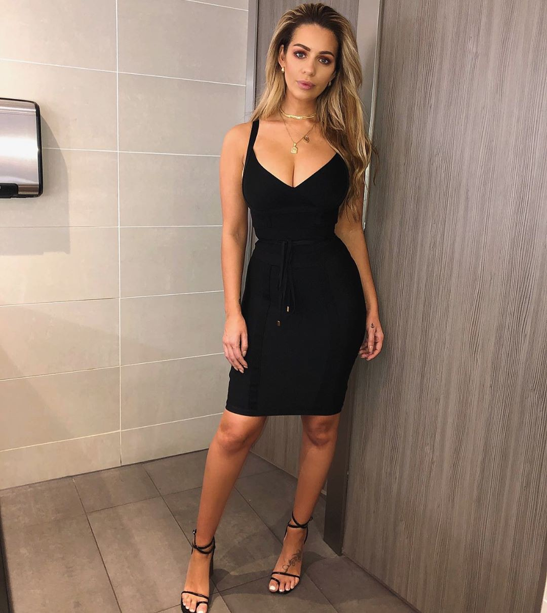 black dresses ideas with cocktail dress, legs photo