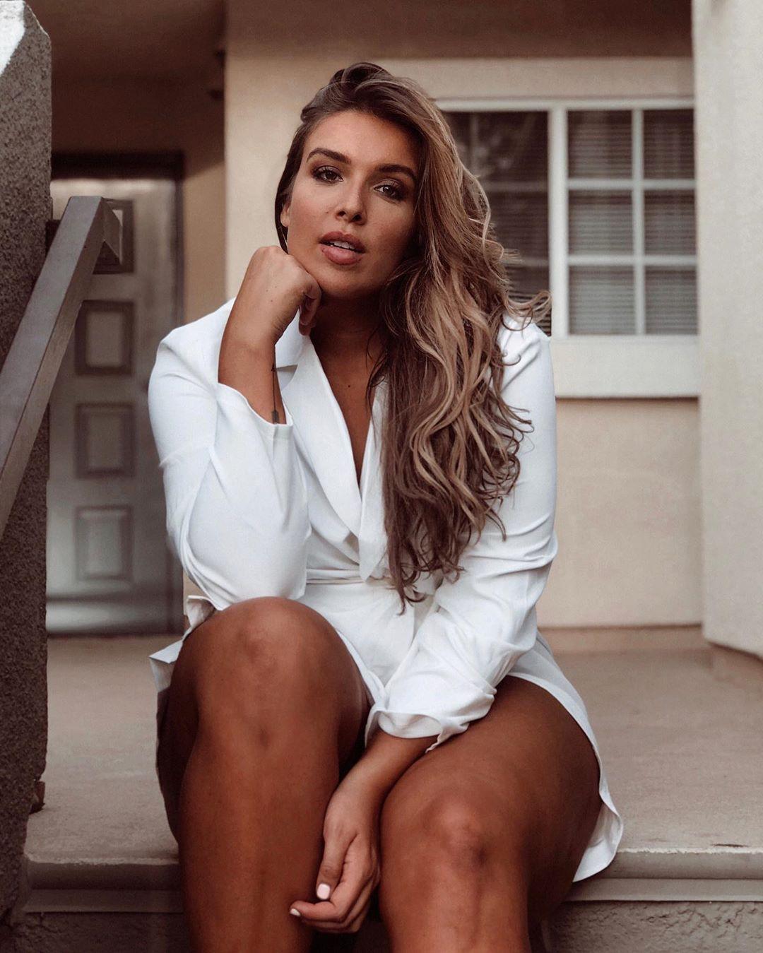 Stephanie Viada best photoshoot ideas, hot thighs, sexy leg picture