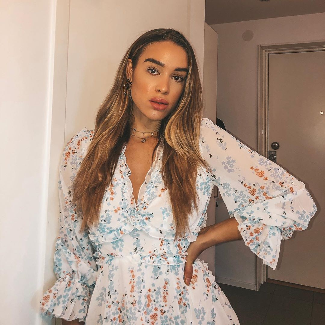 Isabelle Tounsi dress colour outfit, you must try, Perfect Lips, Long Hair Girl