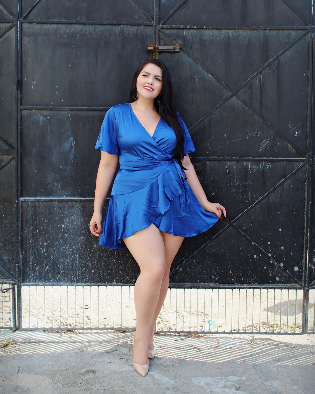 Electric blue and cobalt blue dress, sexy legs, apparel ideas