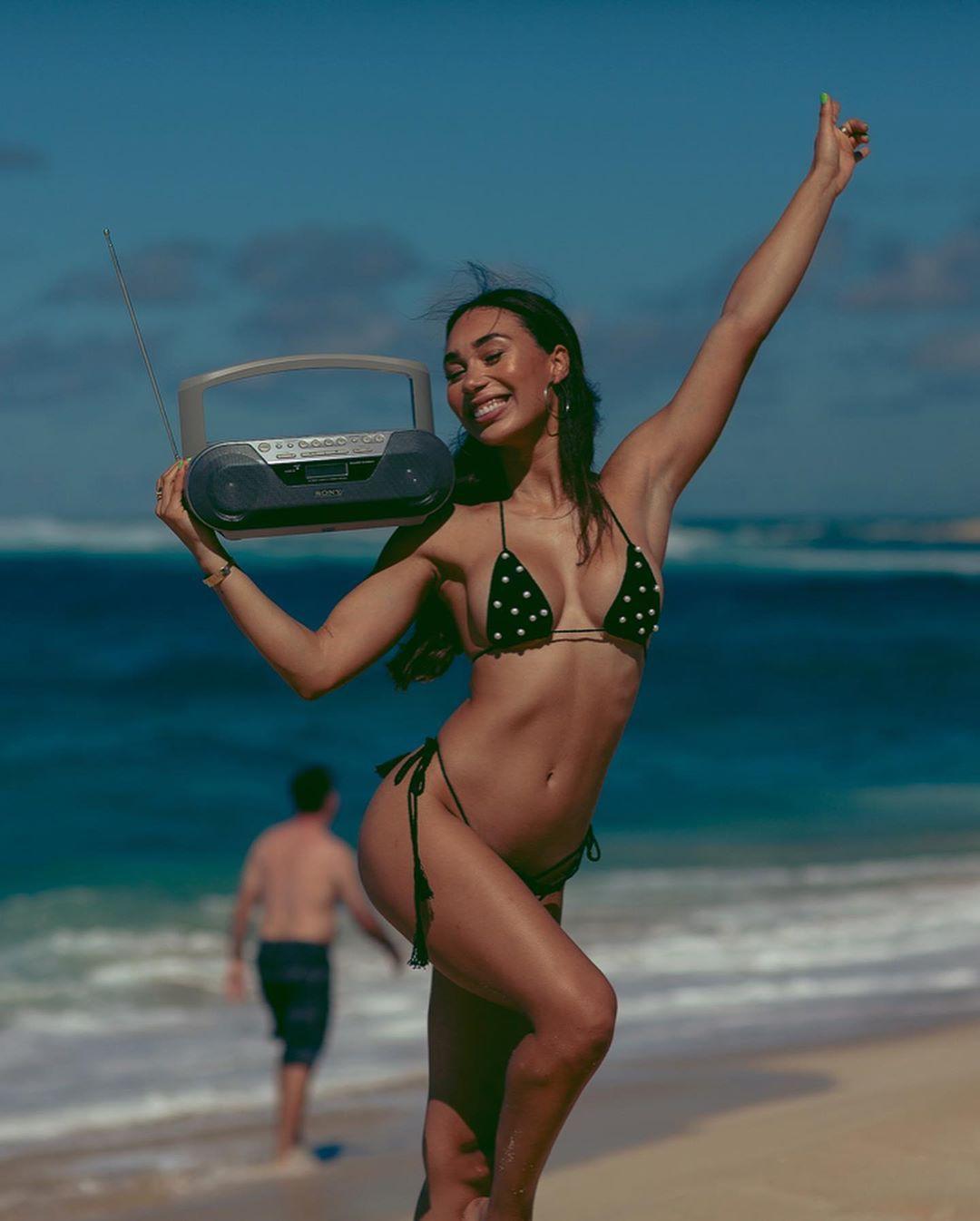 Eva Gutowski sexy bikini models swimwear style outfit, sexy leg picture