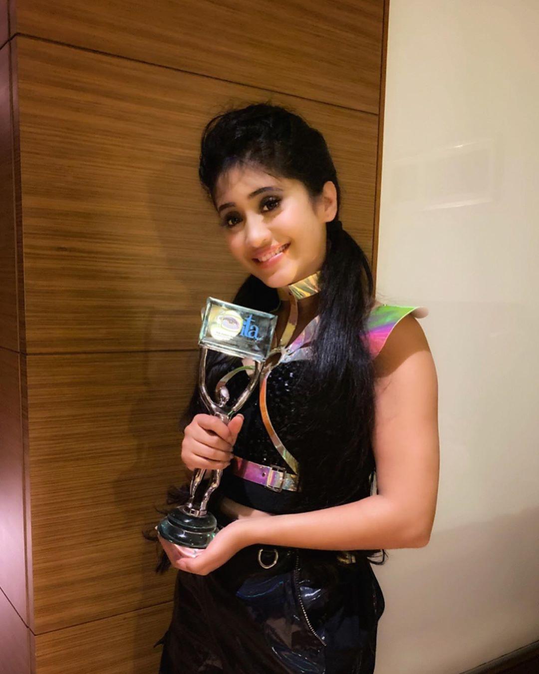 Shivangi Joshi, glass, smile