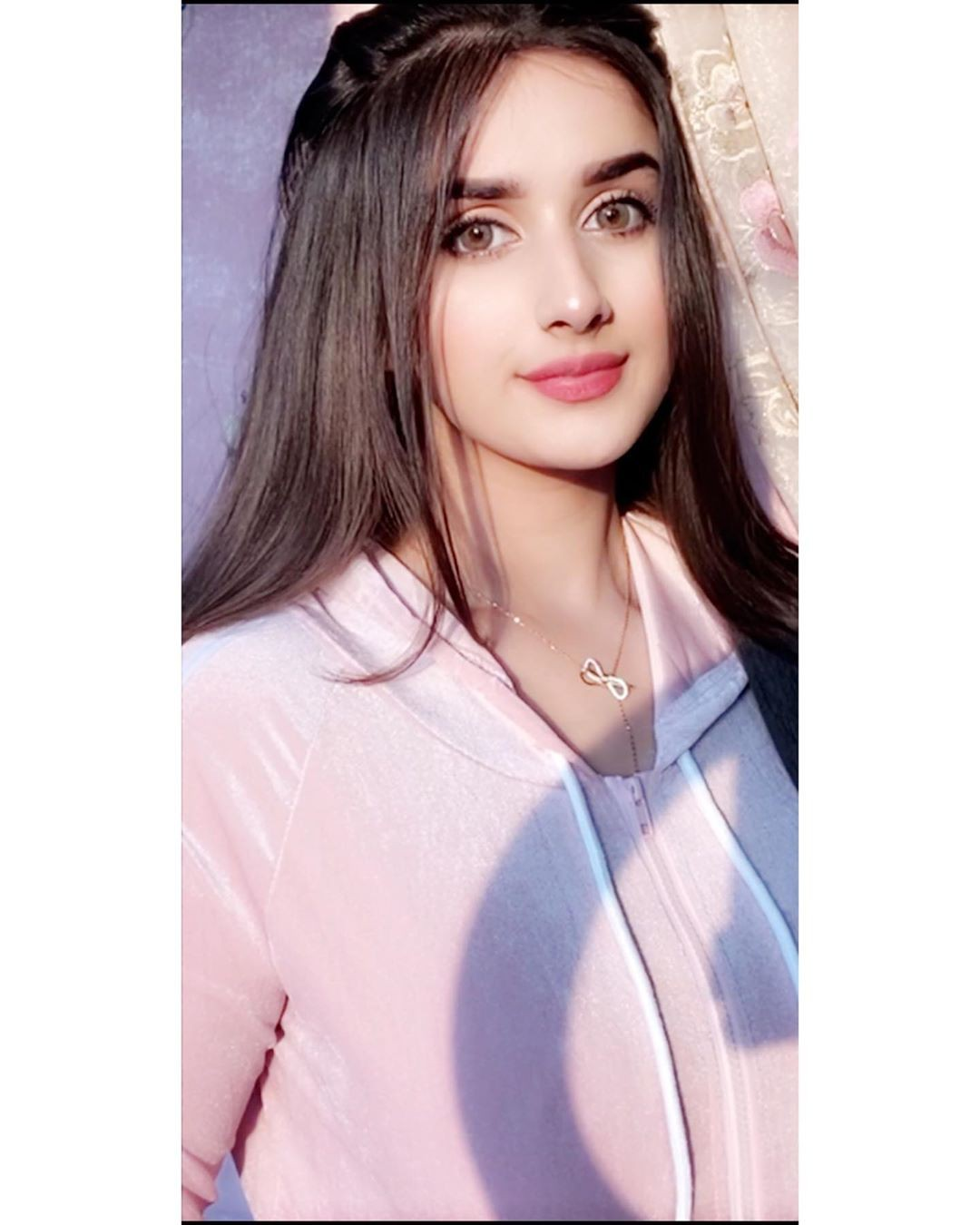 Alishbah Anjum Face Makeup Ideas, Natural Lips, Hair Style