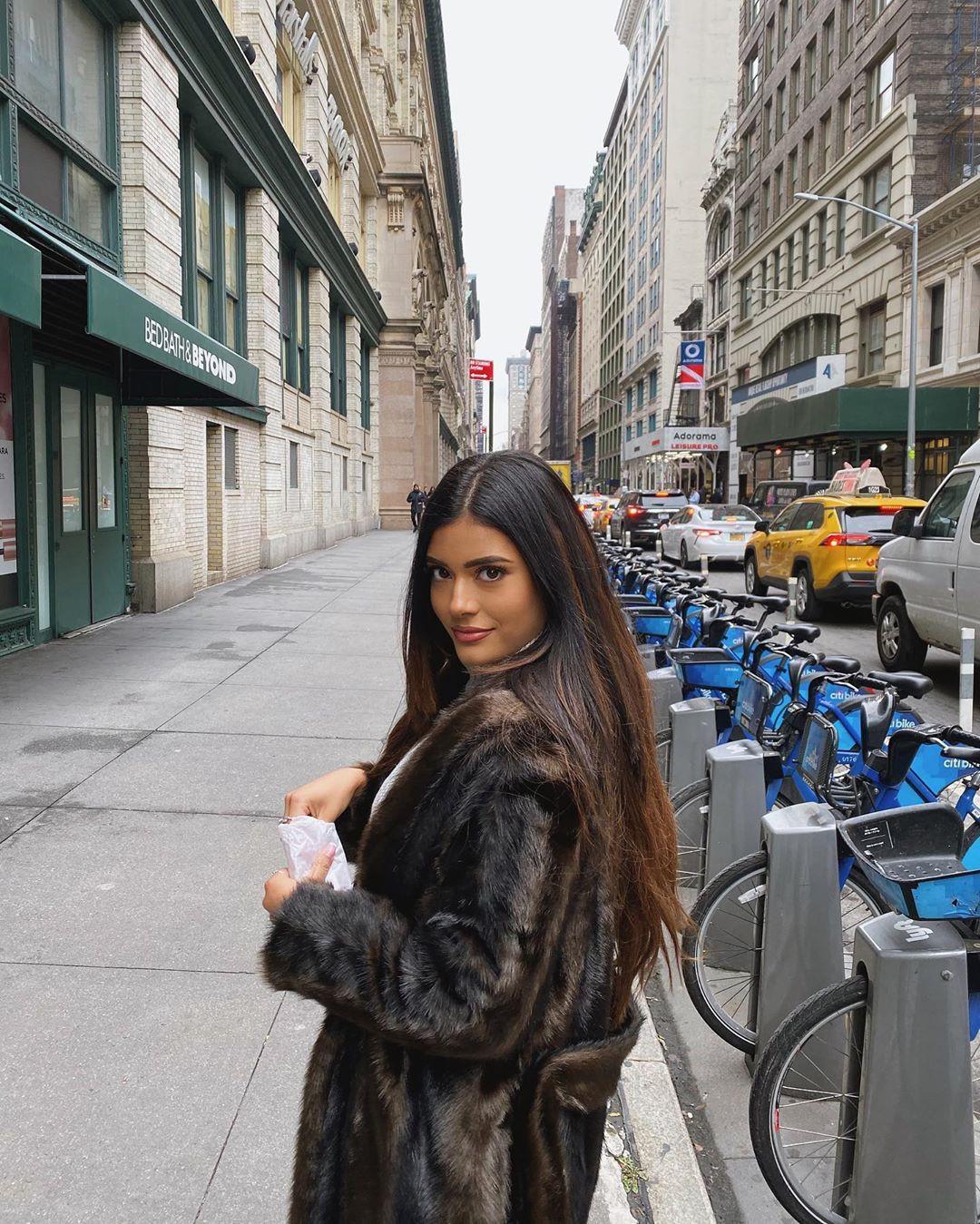 Daniella Salvi girls instagram photos, Long Hair Women, Hairstyle For Girls