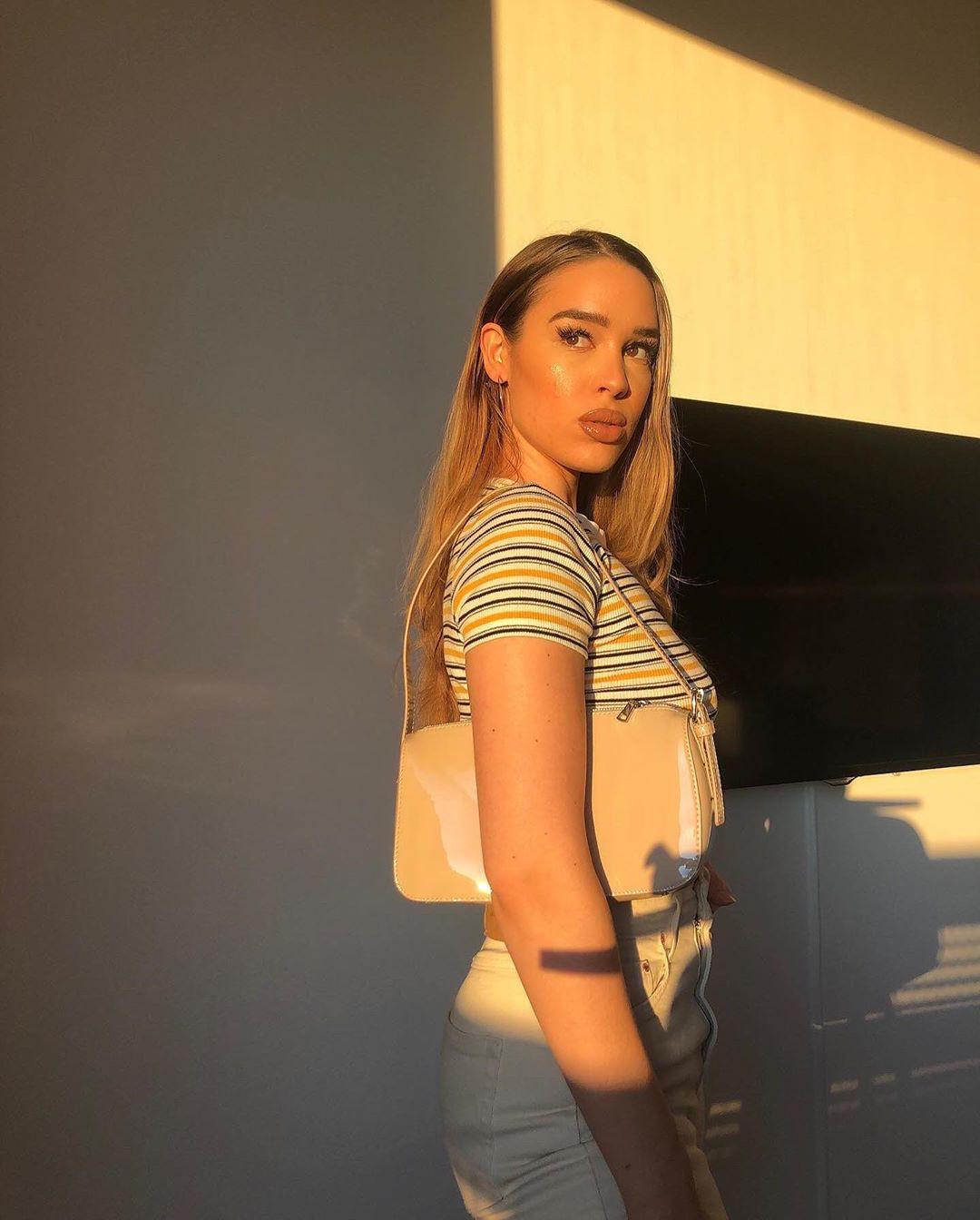Isabelle Tounsi legs photo, Long Hair Girl, wardrobe ideas