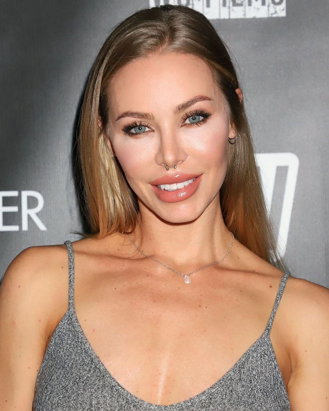 Nicole Aniston blond hairs, Lovely Face, Natural Lipstick