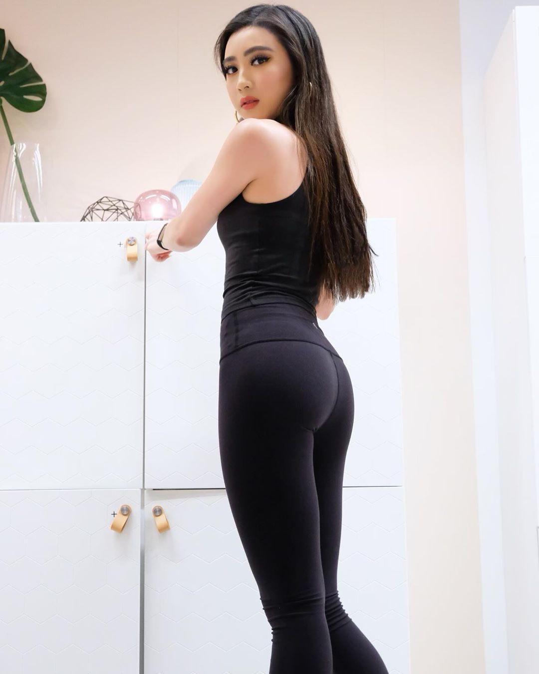 black outfit ideas with sportswear, leggings, tights