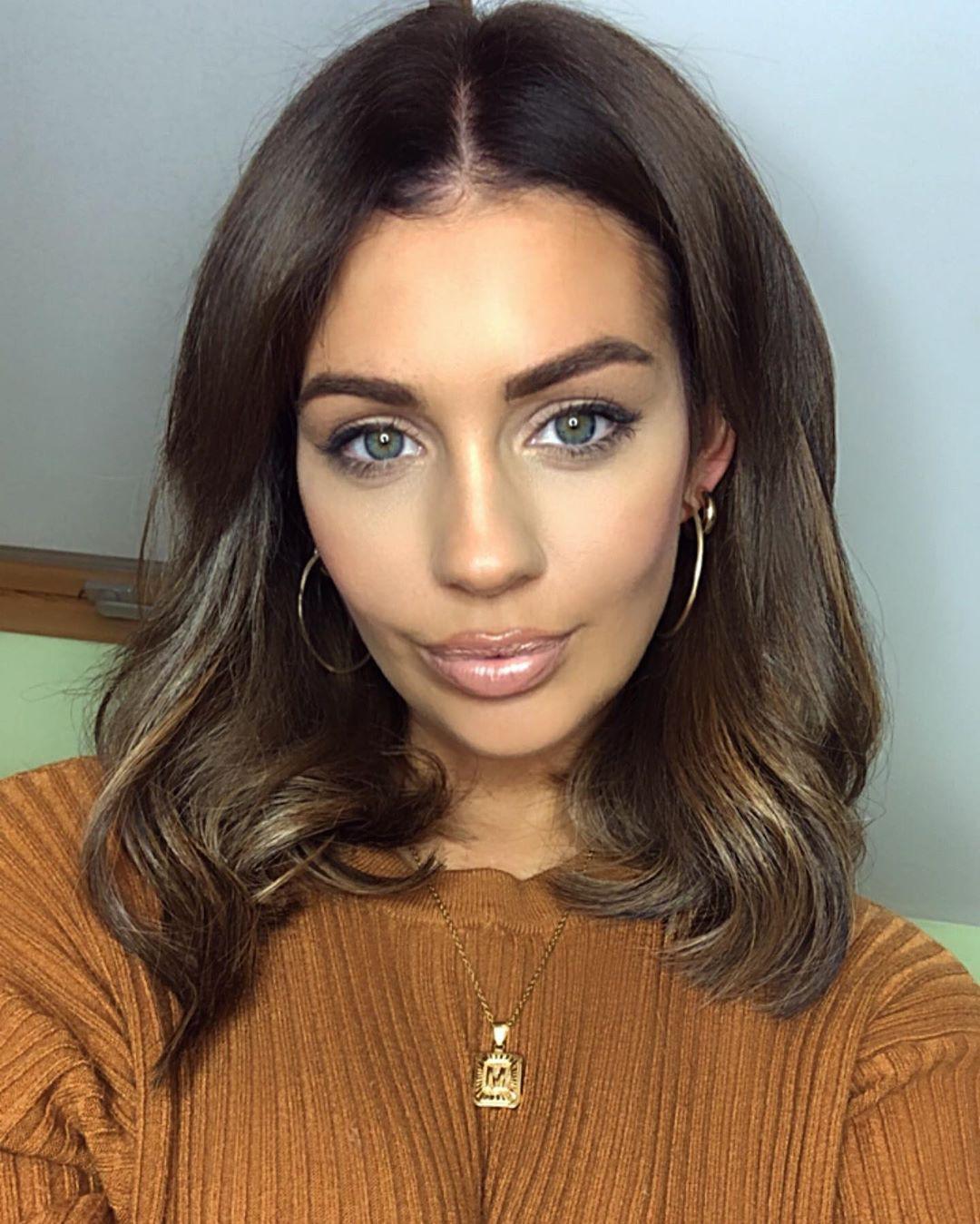 Holly Peers Face Makeup, Lip Makeup, Girls Hairstyle