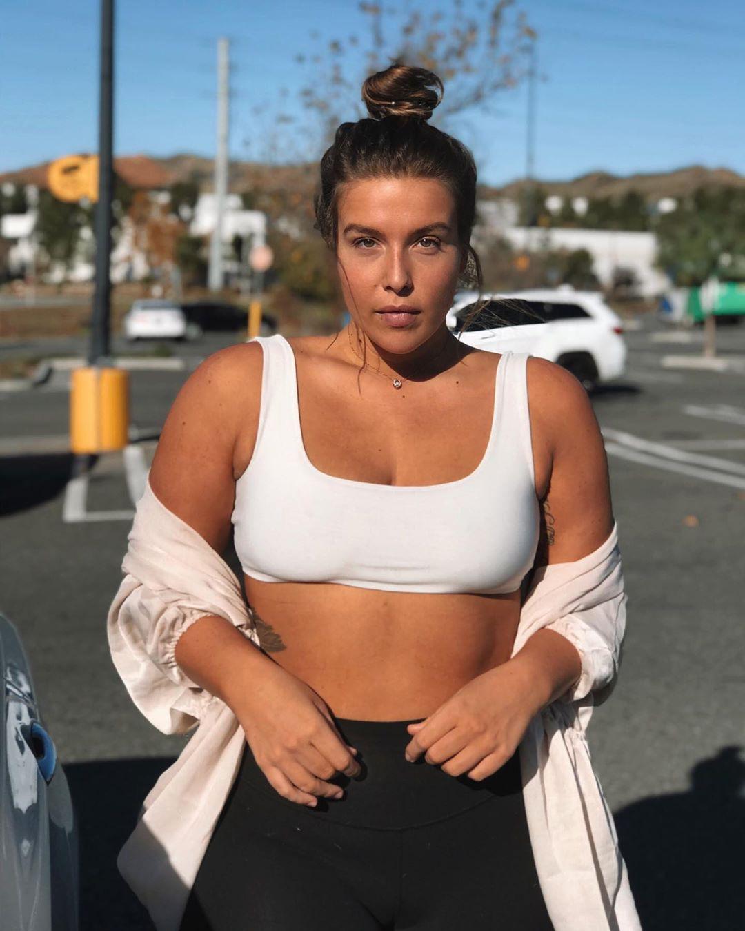 Stephanie Viada hot photo from instagram, undergarment sportswear colour ideas