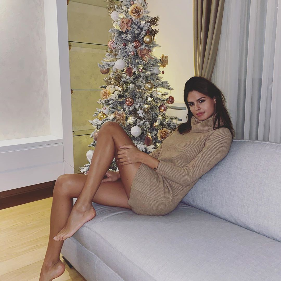 Bojana Krsmanovic female thighs, hot legs picture, Easy Long Hairstyles