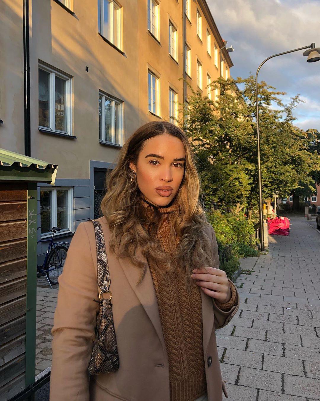 Isabelle Tounsi girls instagram photos, natural blong hairs, Hair Style
