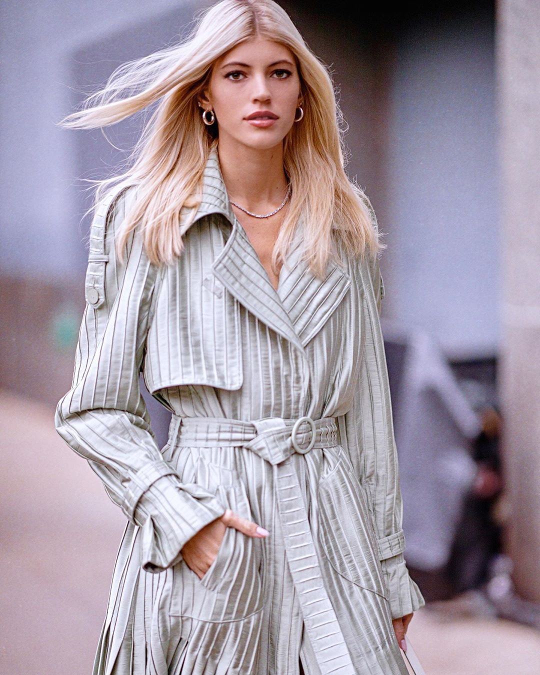 Devon Windsor in blond hairs, Long Hairstyle Girls, cute and sexy Hairstyle